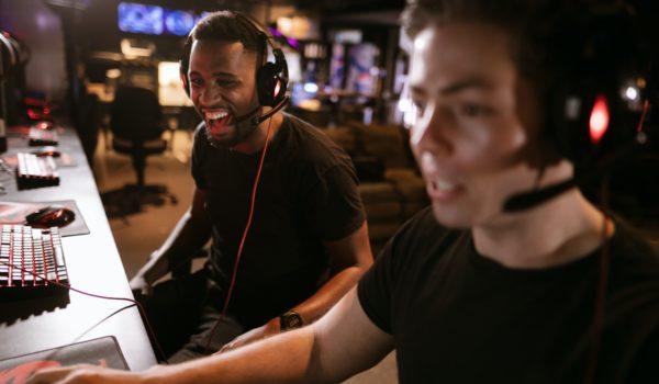 Pós-covid: receita gamer recua, mas jogos se consolidam como espaço social